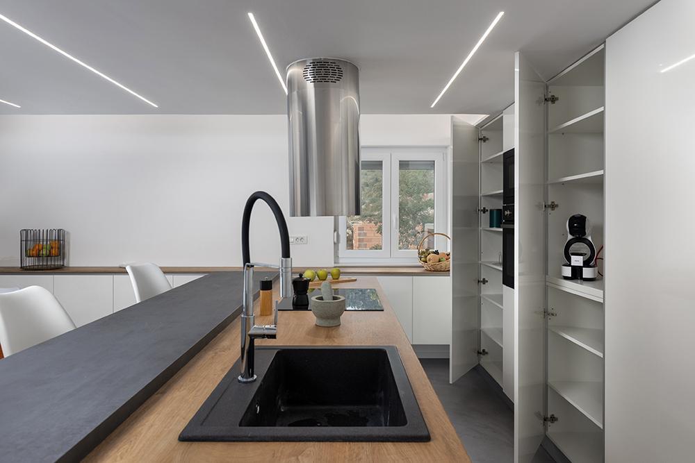 Raspored kućanskih aparata u kuhinji po mjeri
